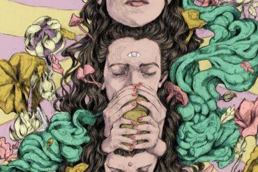 Frau trinkt Ayahuasca